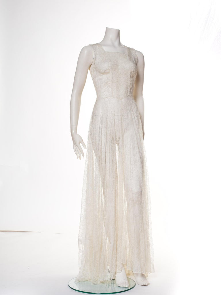 1930s Minimal White Lace Dress With Square Neckline In Excellent Condition For Sale In New York, NY