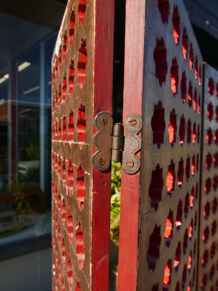 Mid-20th Century 1930s Moroccan Gilt and Red Lacquer Lattice Screen For Sale