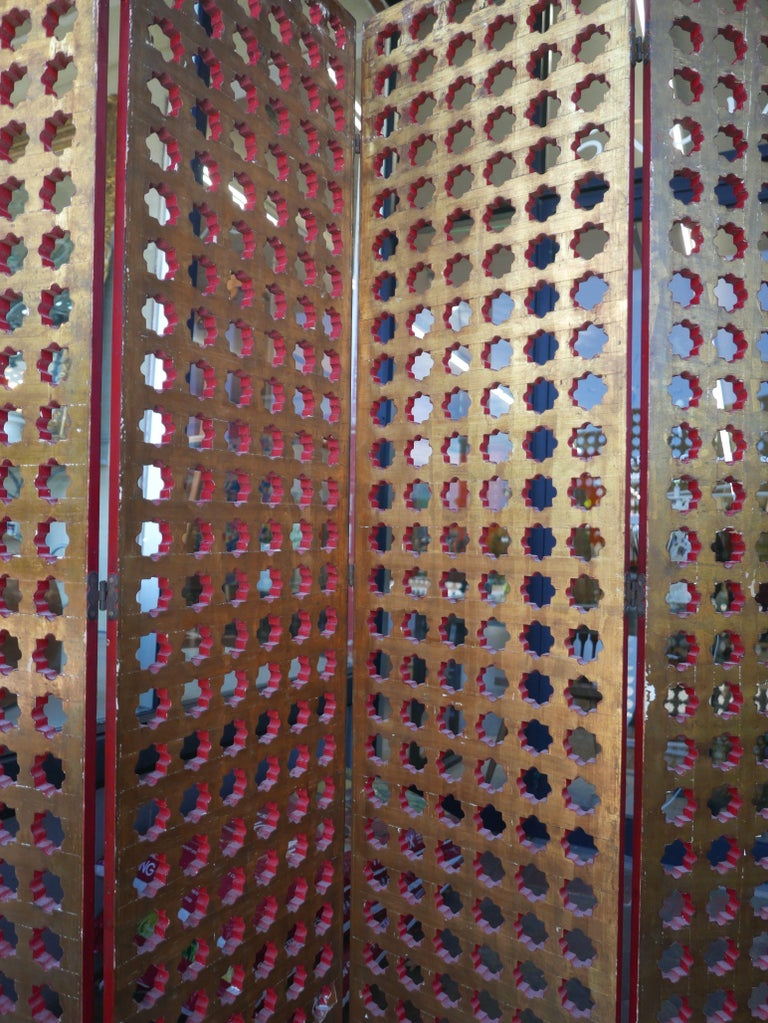 1930s Moroccan Gilt and Red Lacquer Lattice Screen For Sale 1