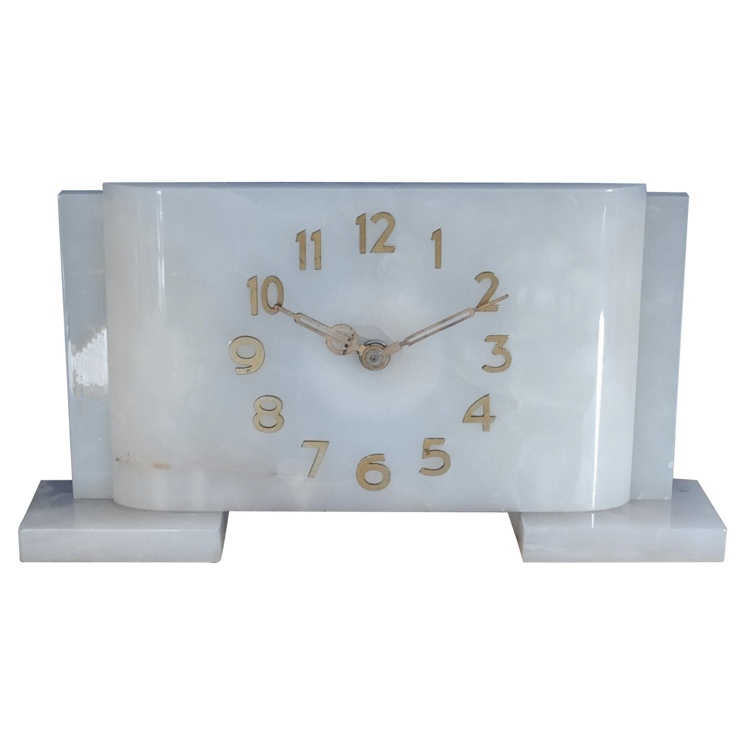 1930s Original French Art Deco Table Clock in Alabaster, 1930s