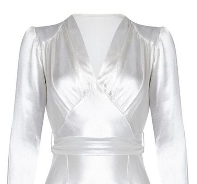 1930s Original White Silk Satin Bias Cut Wedding Dress In Excellent Condition For Sale In London, GB