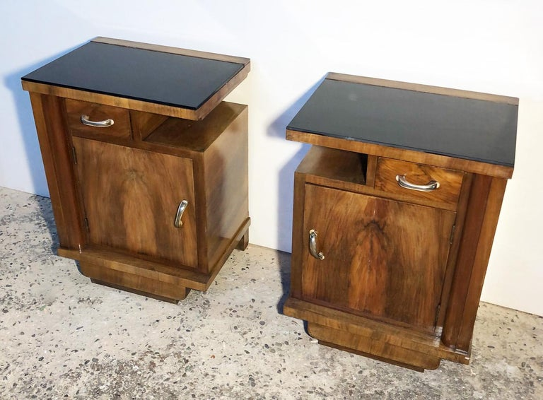 1930's Pair of Original Italian Deco Nightstands Walnut, Black Glass In Good Condition For Sale In Buggiano, IT