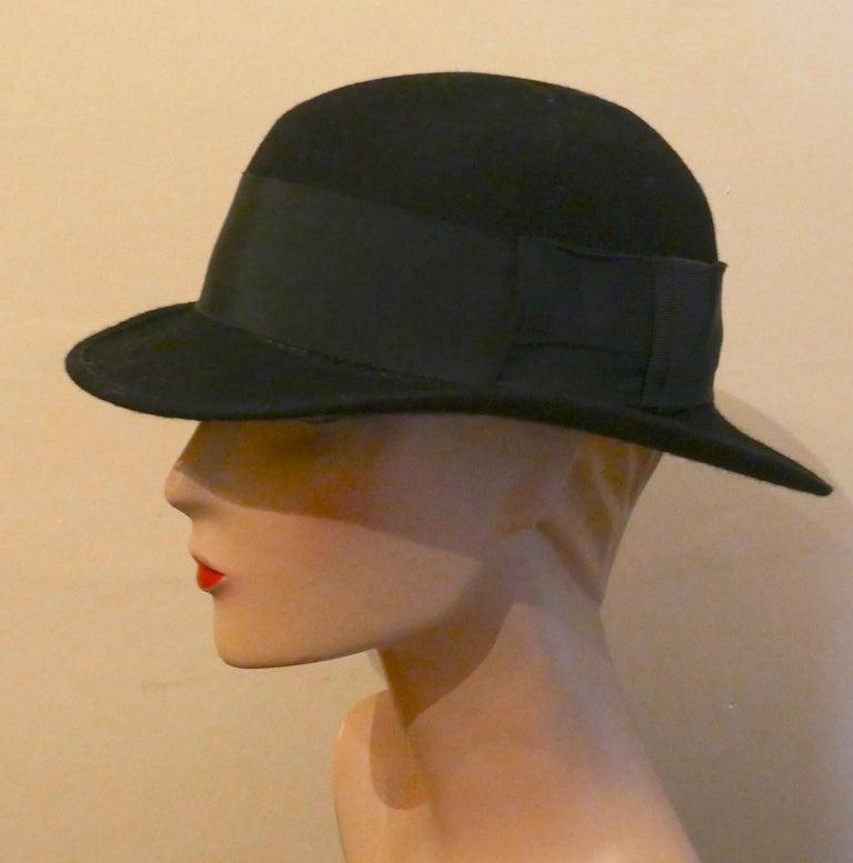 1930s Pre War Black Cloche Felt Hat  In Good Condition For Sale In Chillerton, Isle of Wight