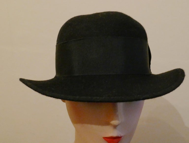 1930s Pre War Black Cloche Felt Hat  For Sale 1