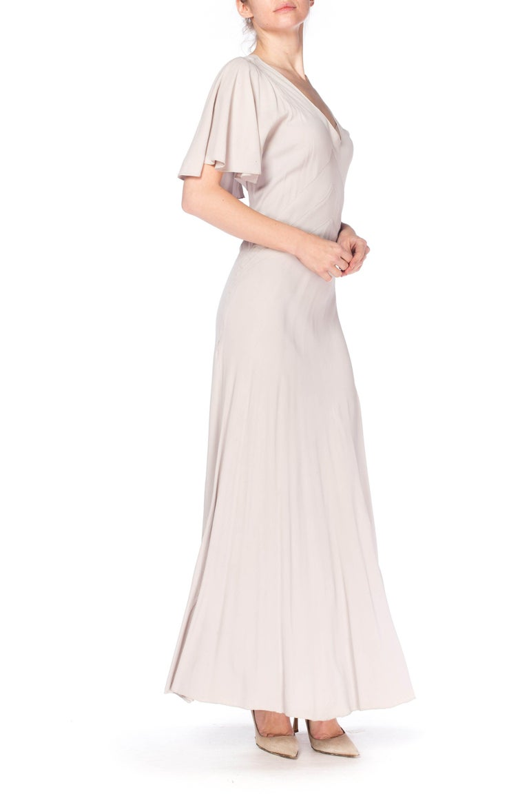 1930S Grey Rayon Crinkle Crepe Asymmetrical Flutter Sleeve Bias-Cut Gown In Excellent Condition For Sale In New York, NY