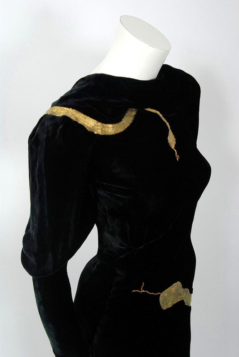 1930's Sears Autographed Fashions Hand-Painted Gold Snake Black Velvet Gown    In Good Condition In Beverly Hills, CA