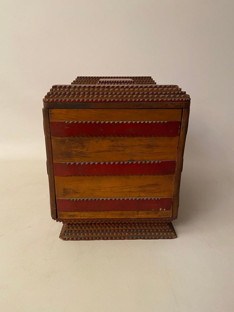 1930s Tramp Art Keepsake Box In Good Condition For Sale In Garnerville, NY
