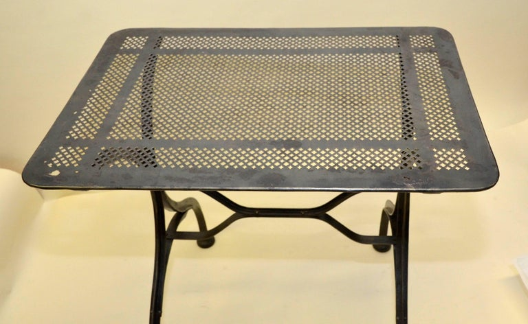 The top of this garden table originally is perforated to let rain water drain.  At present since the original paint was removed can only be used in interiors.