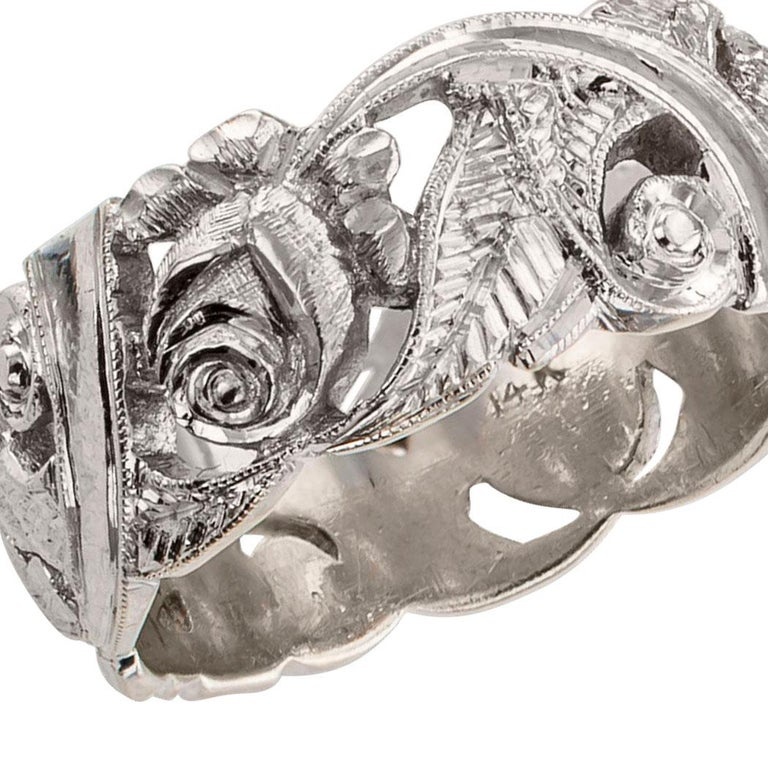 Vintage 1930s rose garland white gold wedding band. Designed as garland of roses to wrap around the finger, the open work ring band features a lush arrangement of roses and foliage all highlighted by crisp tooling details on the white gold. It is