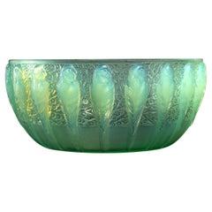1931 René Lalique Perruches Bowl Peppermint Glass Green Opalescent, Parrots