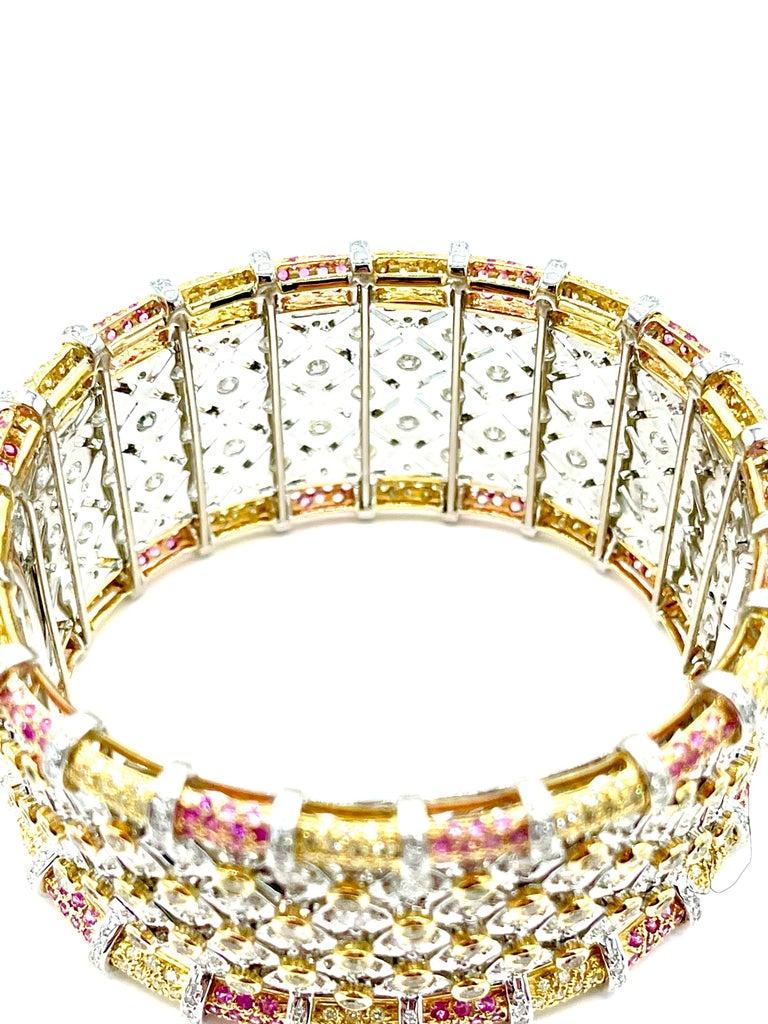 19.36 Carat Round Brilliant Diamond and Pink Sapphire 18K Gold Cuff Bracelet For Sale 1