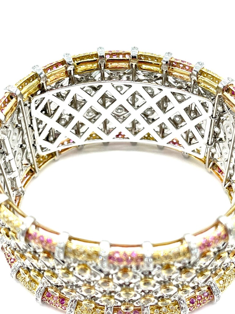 19.36 Carat Round Brilliant Diamond and Pink Sapphire 18K Gold Cuff Bracelet For Sale 2