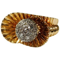 1940 Antique Round Brilliant Diamond Cocktail Ring in 18 Karat Yellow Gold