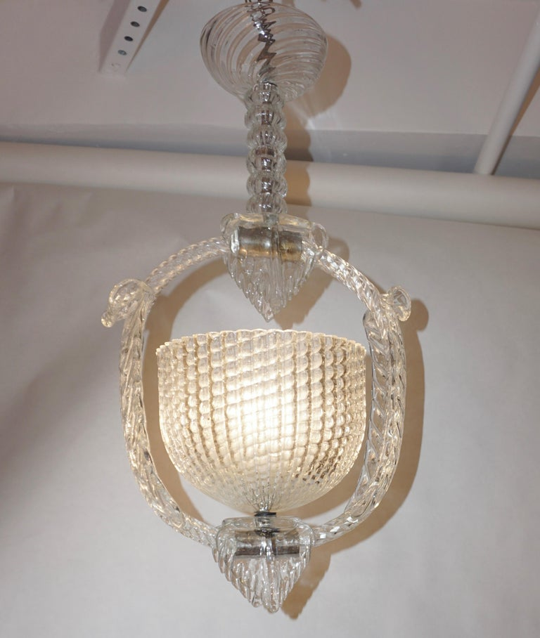 A very elegant antique design by Ercole Barovier, Venetian Art Deco chandelier of exquisite craftsmanship in blown Murano glass, superb original condition. The open bowl containing the light is surrounded by a twisted rope support embellished by two