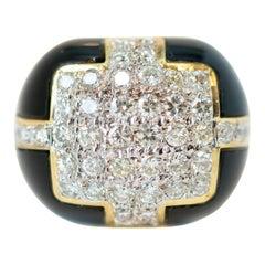 1940s 1 Carat Diamond and Onyx 18 Karat Gold Cocktail Ring