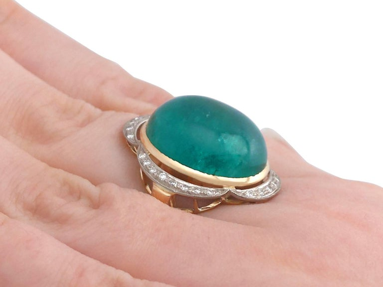 1940s 14.5 Carat Emerald and Diamond Yellow Gold Cocktail Ring For Sale 3