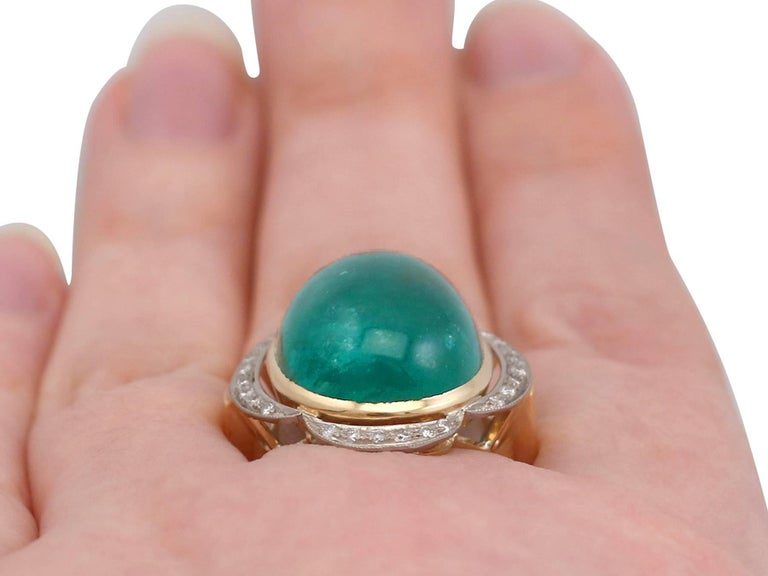1940s 14.5 Carat Emerald and Diamond Yellow Gold Cocktail Ring For Sale 4