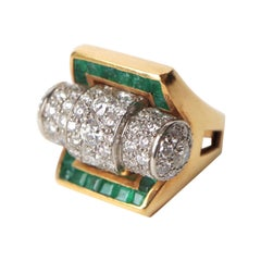 1940s 18 Carat Yellow Gold Ring, Platinum Roll Set with Diamonds and Calibrated