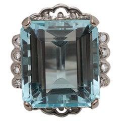 1940s 20 Carat Aquamarine and Diamond 14 Karat Gold Ring
