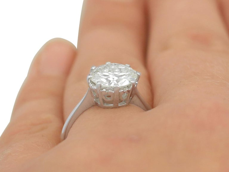 1940s 2.01 Carat Diamond and Platinum Solitaire Ring For Sale 4