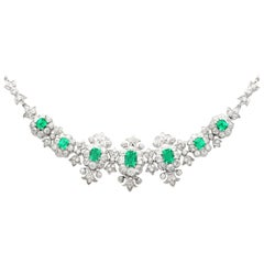 1940s 9.39 Carat Diamond and 4.10 Carat Emerald White Gold Necklace