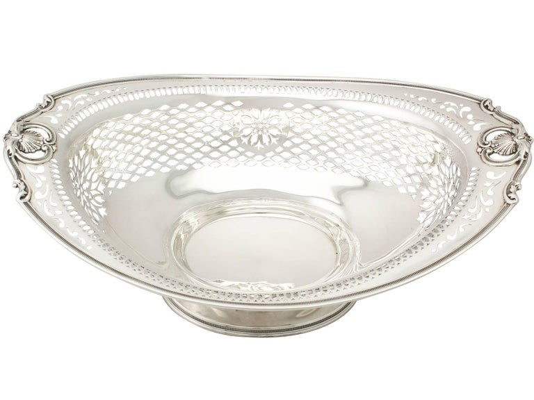 English Vintage American Sterling Silver Fruit Bowl, 1945 For Sale