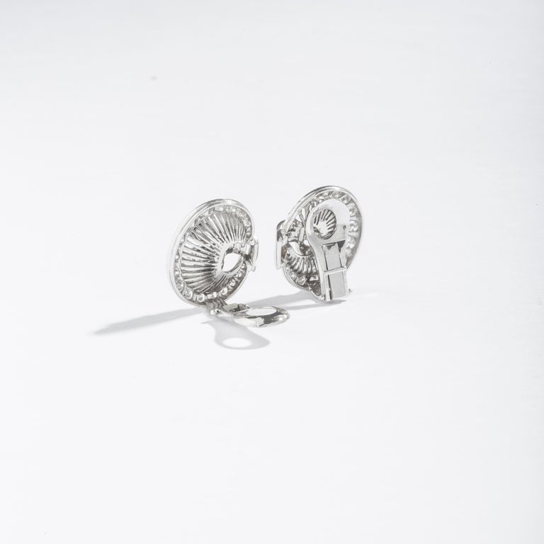 1940S Art Deco Diamond and Platinum Ear Clips Earrings In Excellent Condition For Sale In Geneva, CH