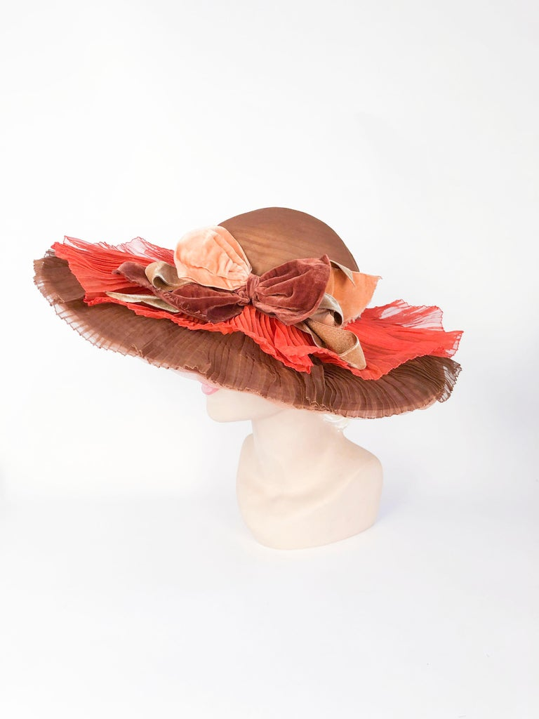 Beige 1940s Autumn-toned Horsehair Wide-Brimmed Hat For Sale