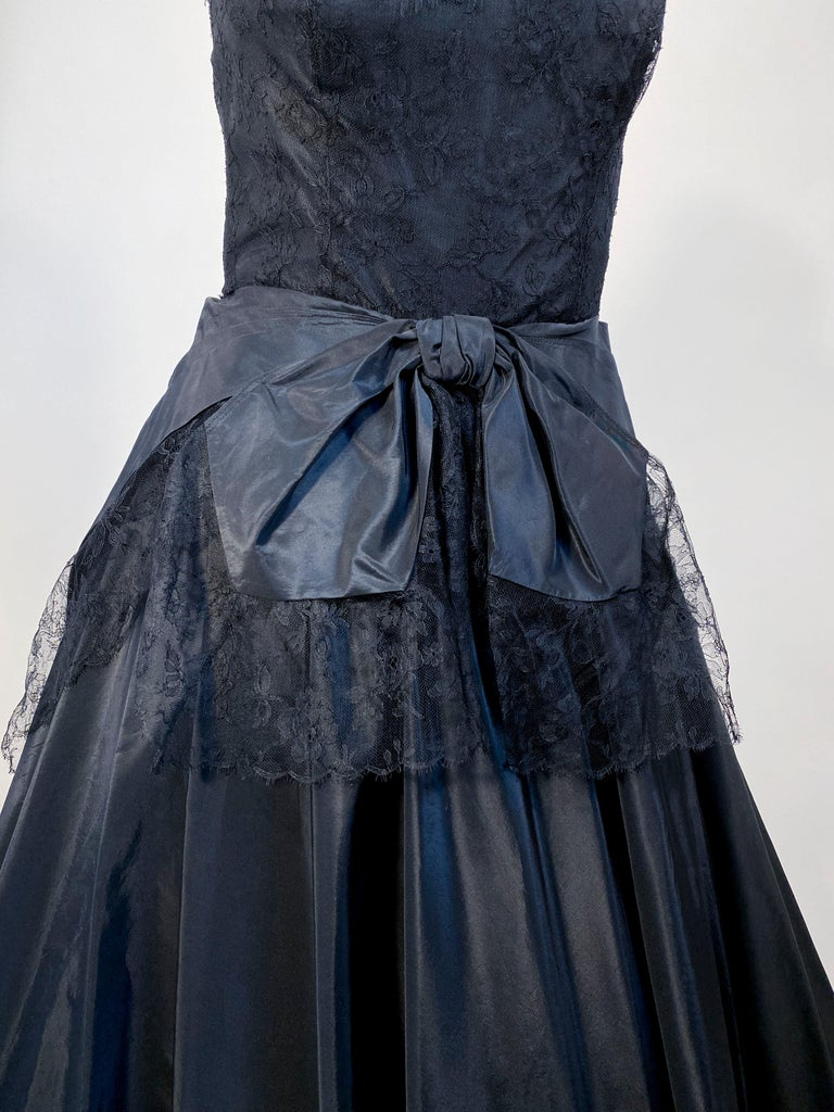 1940s Black Taffeta and Chantilly Lace Gown In Good Condition For Sale In San Francisco, CA