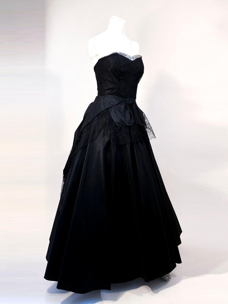 Women's 1940s Black Taffeta and Chantilly Lace Gown For Sale