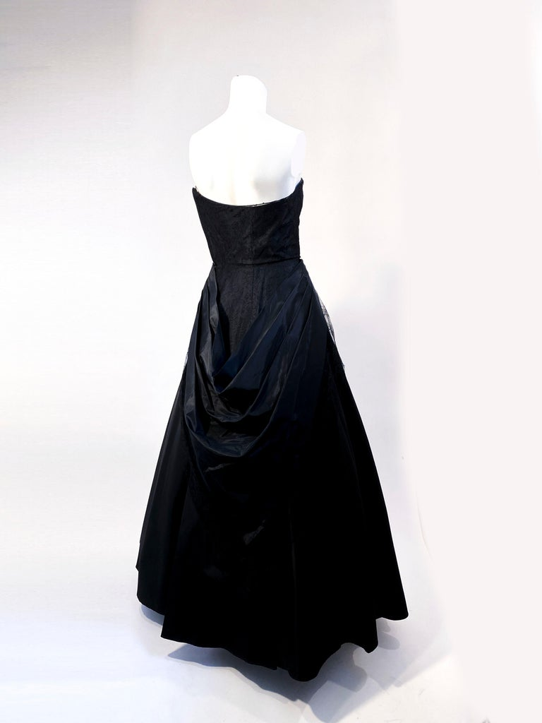 1940s Black Taffeta and Chantilly Lace Gown For Sale 2