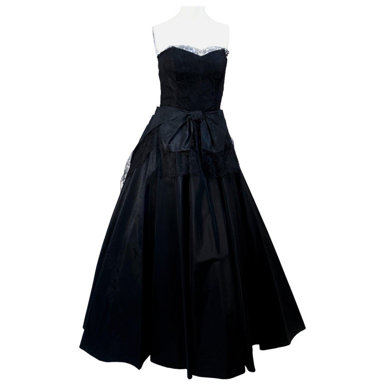 1940s Black Taffeta and Chantilly Lace Gown For Sale