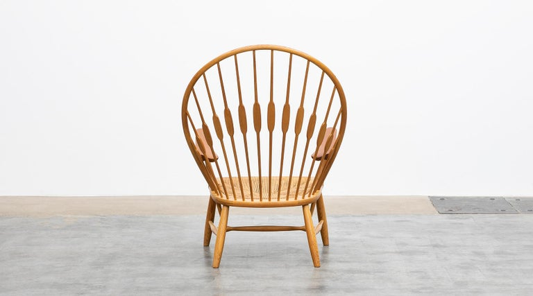 1940s Brown Ash and Papercord Peacock Chair by Hans Wegner In Good Condition For Sale In Frankfurt, Hessen, DE