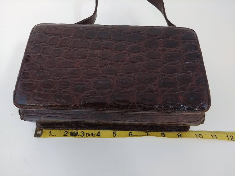 1940s Brown Boxy Alligator Purse For Sale 3
