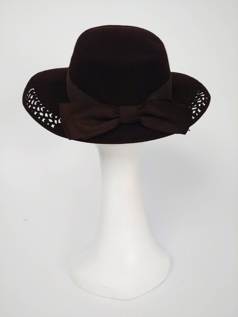 1940s Brown Felt Wide Brimmed Hat w/ Cutouts In Good Condition For Sale In San Francisco, CA