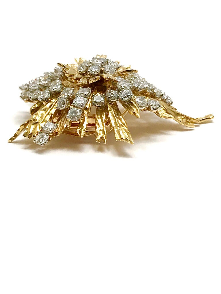 Art Deco 1940s Cartier Paris 5.00 Carat Round Diamond Yellow Gold Spray Brooch For Sale