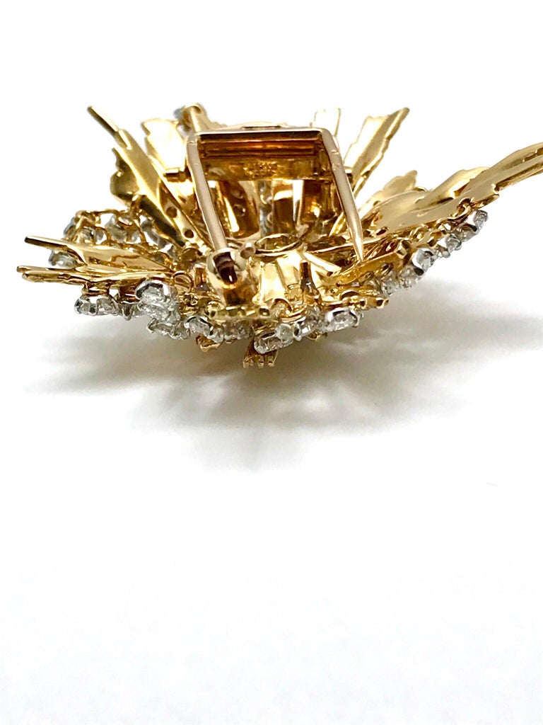 1940s Cartier Paris 5.00 Carat Round Diamond Yellow Gold Spray Brooch In Excellent Condition For Sale In Washington, DC