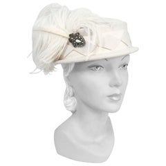 1940s Cream Fur Felt Hat with Wide Hat Band, Diamond Applique and Curled Feather