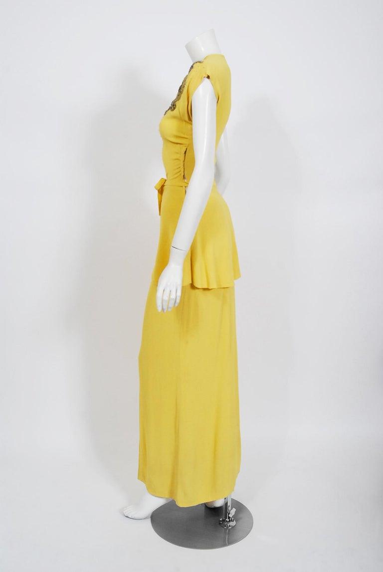 Vintage 1940's De Pinna of New York Lemon Yellow Rayon-Crepe Beaded Peplum Gown For Sale 3