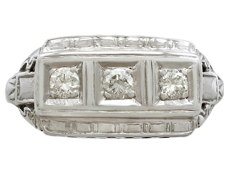 1940s Diamond and White Gold Trilogy Ring, circa 1940 In Good Condition For Sale In Jesmond, Newcastle Upon Tyne