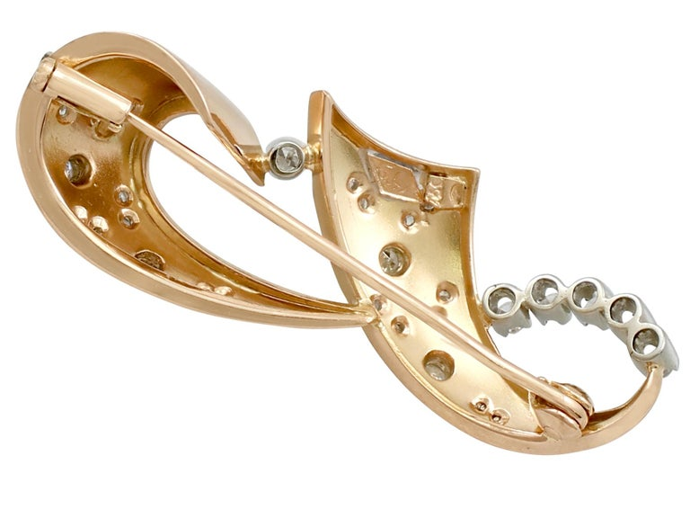 Women's or Men's 1940s Diamond and Yellow Gold Brooch For Sale