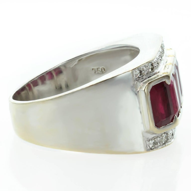 1940s Diamond Ruby White and Yellow Gold Ring In Good Condition For Sale In New York, NY