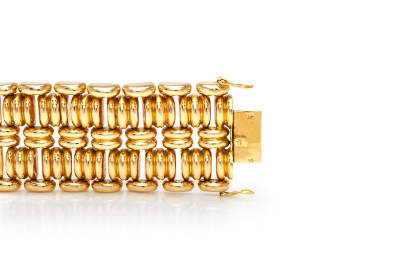 1940s French Gold Bracelet In Good Condition For Sale In New York, NY