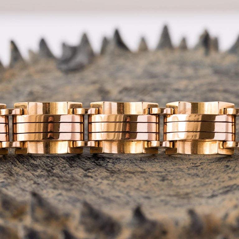 1940s French Two Color Gold Tank Bracelet In Excellent Condition For Sale In Poitiers, FR