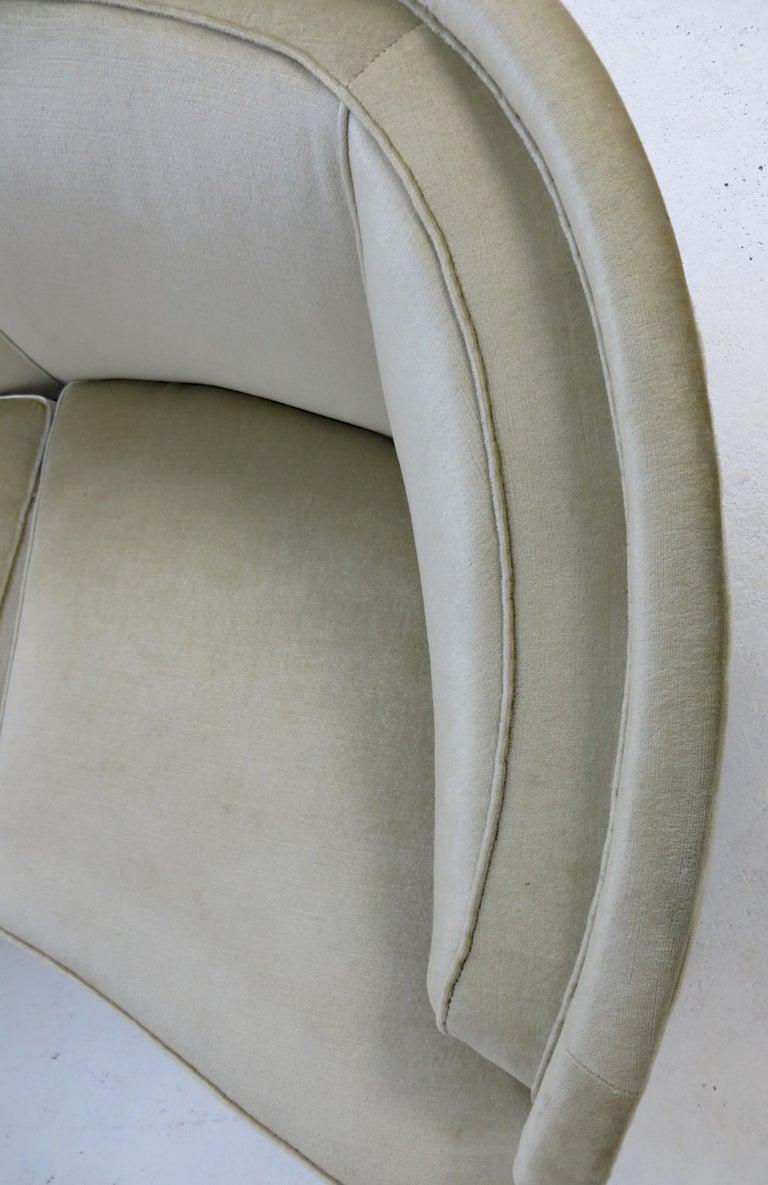 1940s Italian Modern Curved Vintage Design Sofa in Beige Velvet-Velour, 3-Seater For Sale 5