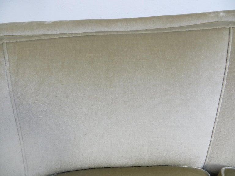 1940s Italian Modern Curved Vintage Design Sofa in Beige Velvet-Velour, 3-Seater For Sale 8