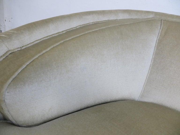 1940s Italian Modern Curved Vintage Design Sofa in Beige Velvet-Velour, 3-Seater For Sale 9