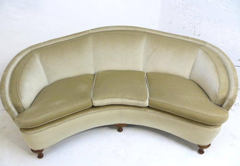 Mid-Century Modern 1940s Italian Modern Curved Vintage Design Sofa in Beige Velvet-Velour, 3-Seater For Sale