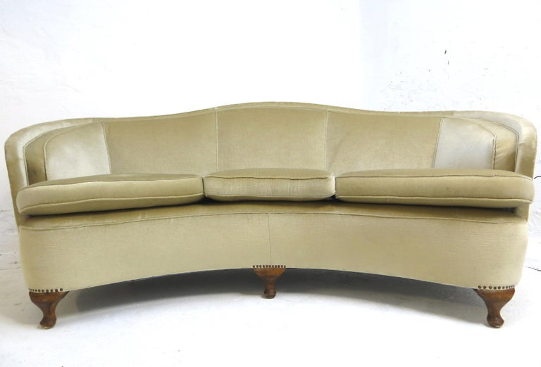 1940s Italian Modern Curved Vintage Design Sofa in Beige Velvet-Velour, 3-Seater In Good Condition For Sale In Hamburg, DE