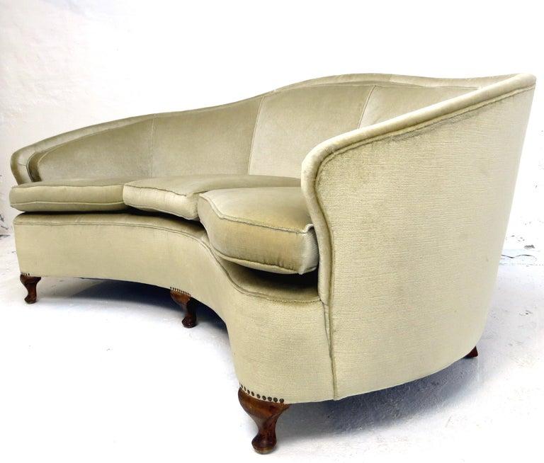 Mid-20th Century 1940s Italian Modern Curved Vintage Design Sofa in Beige Velvet-Velour, 3-Seater For Sale
